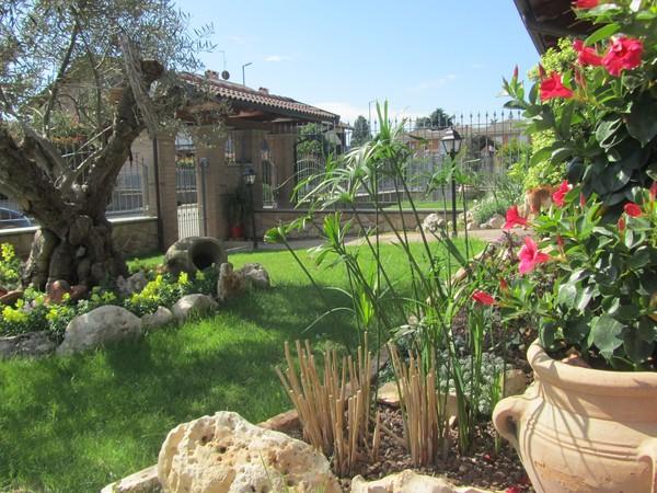 vende villa moncalieri con giardino